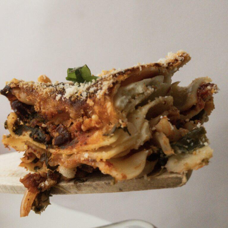 Vegetarische Lasagne mit Cranberries und Spinat