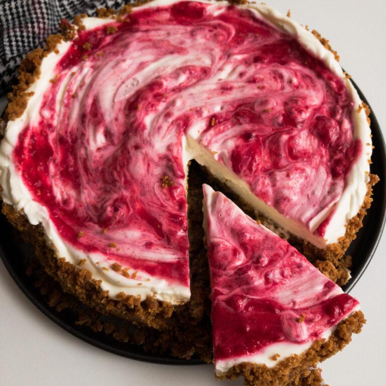 Wie macht man: Cheesecake mit Spekulatiusboden und Himbeeren