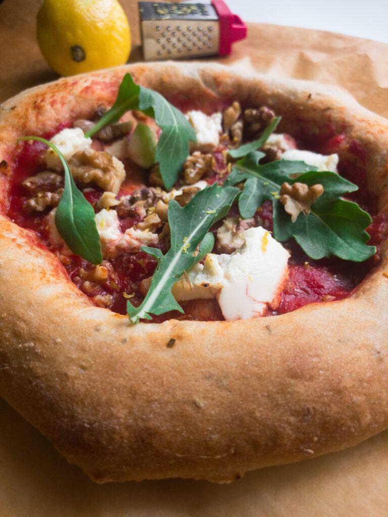 Pizza mit selbstgemachtem Teig